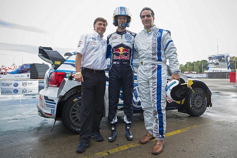Tallipäällikkö Jost Capito, Sebastien Ogier ja VW Argentiinan toimitusjohtaja Pablo Di Si.