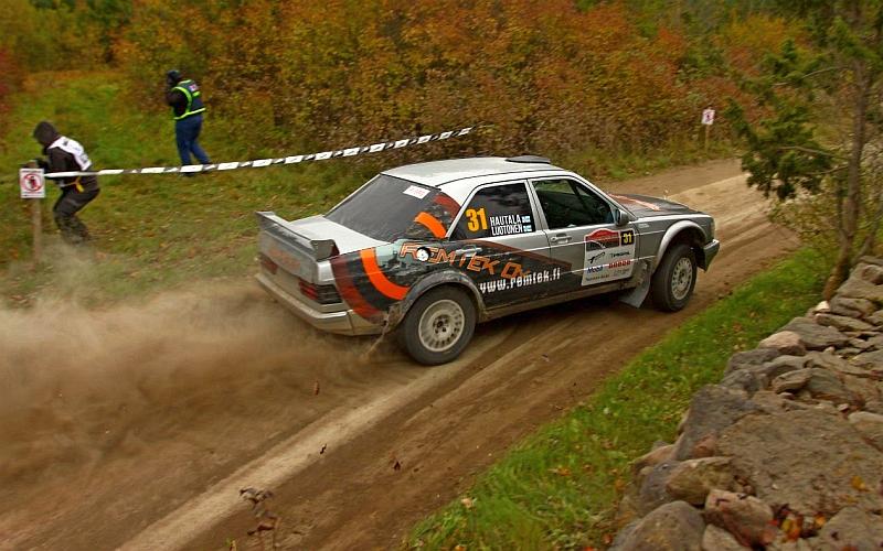 Juha Hautala ja Jonne Luotonen sijoittuivat näyttävillä ajolinjoilla EMV6-luokassa viidenneksi.