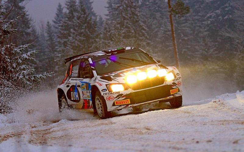 Edes aura-auton rooli lumisissa olosuhteissa ei pysäyttänyt Rovanperää (Kuva: Jari Nurminen).